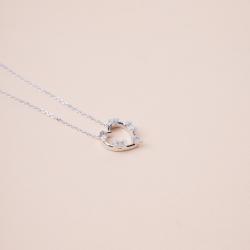 عقد قلب الاحجار الماسي